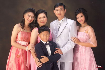 ถ่ายภาพ Family Portrait Studio 10